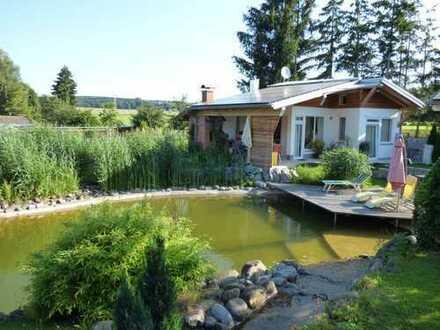Bungalow-Grundstück (678m²) mit kleinem 2-Zimmer-Gästehaus und 150m² Felsenbad