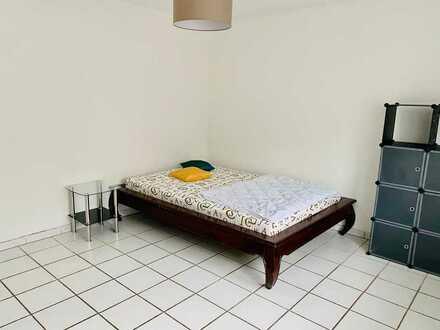Großzügiges Zimmer
