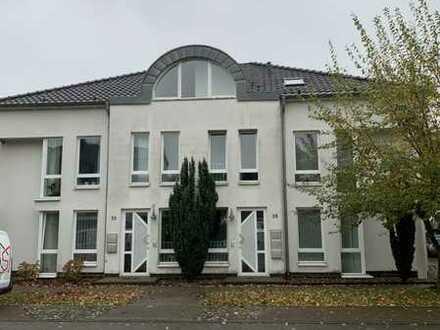 Ruhige loftartige 4 ZKB Wohnung mit Dachterrasse