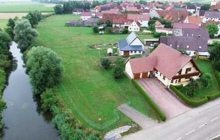 Wohnen auf einer Ebene am fließenden Wasser - ca. 3.000 m² Grund in Ortsrandlage - nahe Nördli