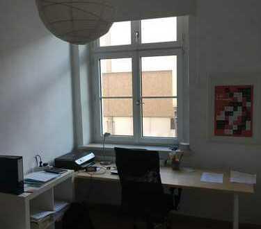 Möbliertes Zimmer in 4-er WG zur Zwischenmiete, nähe Audi, Conti, THI etc.