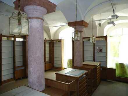 Historische Apotheke komplett zu vermieten