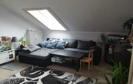 Exklusive, modernisierte 3-Zimmer-Dachgeschosswohnung mit EBK in Gilching