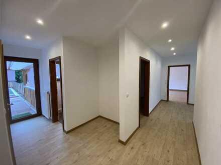Erstbezug nach Sanierung mit Balkon: schöne 4,5-Zimmer-Wohnung in Kirchehrenbach
