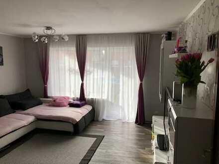 Modern und schick ! Zimmer Erdgeschosswohnung mit Balkon und Stellplatz in Kerpen Sindorf