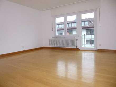 Großzügig geschnittene 4 Zimmer-Wohnung mit Altbaucharme im Herzen Pforzheims.