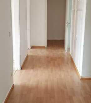 WG -Geeignete 5-Zimmer-Wohnung, Idealer Weise für Studenten.