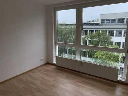 myHome-Immobilien / ERSTBEZUG NACH SANIERUNG, 3-Zi-TRAUM Wohnung mit großen Balkon + Blick ins Grüne