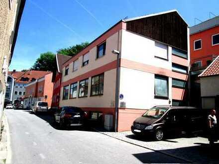 Die Zukunft sieht viel Potenzial in Landau, 2 Wohn.- und Geschäftshäuser in bester Lage!