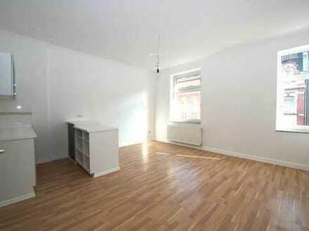 Neu renovierte Single-Wohnung: 2 Zimmer, Einbauküche, Internet-Flatrate, Kabel-TV, nette Nachbarn