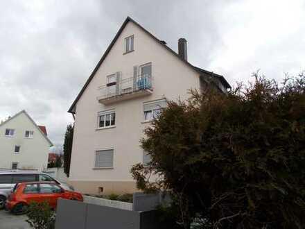 Ruhige, renovierte 4 Zimmer DG-Wohnung mit Aussicht in der City von Gerlingen !