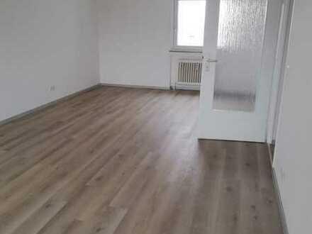 Vollständig renovierte 3-Raum-Wohnung mit Balkon und Einbauküche in Heilbronn/ Böckingen