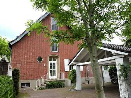 Luxuswohnlage - Wohnhaus mit Carport und großem Garten mitten in Bocholt