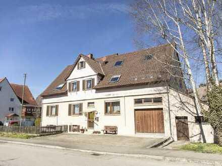 Großes freistehendes Zweifamilienhaus im Ortskern von Tuningen