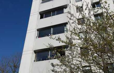 VON PRIVAT - Neu renovierte vier-einhalb Zimmer Wohnung in Böblingen, Spielplatz am Haus vorhanden
