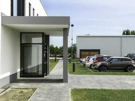 Top Architektur: Moderne Lagerhalle und Bürogebäude