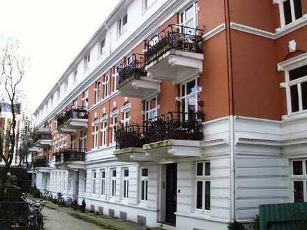 Von Privat: Altbauwohnung mit original Stilelementen in Hamburg-Rotherbaum