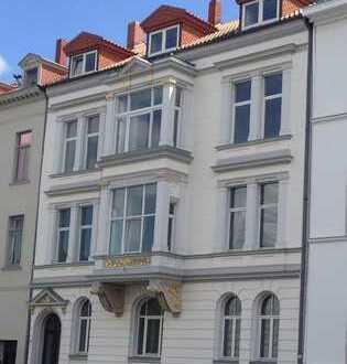 Direkt an der Musikhochschule, Neues Haus (Emmichplatz): Schöne 2,5 Zimmer-Wohnung in zentraler Lage