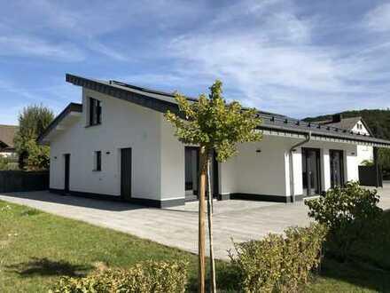Modernes Einfamilienhaus Effizienzhaus, 185 m², 7 Zimmer, zu vermieten in Gladenbach (Stadt)