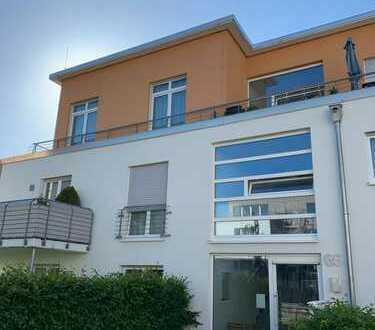 Freundliche 2-Zimmer-Wohnung mit Balkon und Einbauküche in Overath