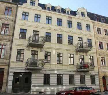 Exklusiv sanierte Altbauwohnung mit 2 Balkonen