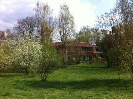 Exklusive 3,5-Zimmer-Wohnung mit Terrasse, Kamin und Einbauküche