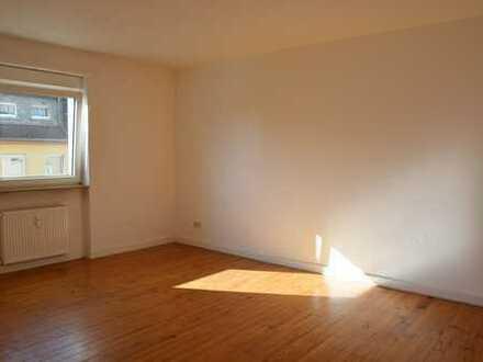 Helle und geräumige 3-Zimmer Wohnung in Randlage von Neustadt