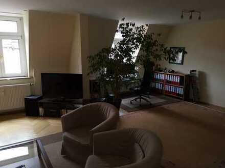 Stilvolle, geräumige und sanierte 2-Zimmer-DG-Wohnung mit Dachwintergarten in Milbertshofen, München