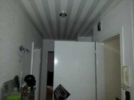 Suche nette aufgeschlossene Mitbewohner. Dachstudio zu vermieten, 26qm in Einfamilienhaus im O.G.