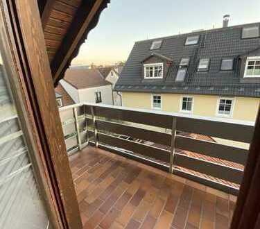 Helle 3-Zimmer-DG-Wohnung mit Süd-Balkon in Untermenzing, München