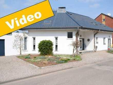 !!! Reserviert !!! Charmantes Zweifamilienhaus in idyllischer Lage
