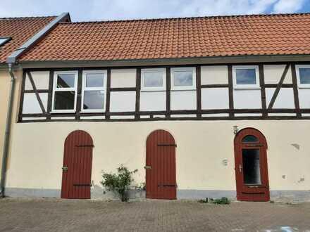 Interessante 3-Raum-Wohnung auf 4-Seiten-Hof in Eickendorf