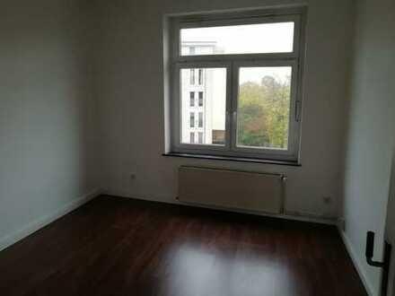 Helle 3 Zi. Wohnung mit Balkon