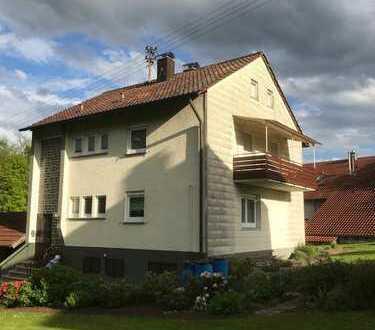 großes Grundstück mit einem sanierungsbedüftigen Haus