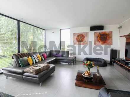 Erstklassiger Komfort im neuwertigen Architektenhaus mit exklusivem Außenbereich