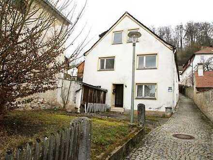 Gelegenheit! Renovierungsbedürftiges, idyllisch gelegenes EFH mit Garten im Zentrum von Breitenbrunn