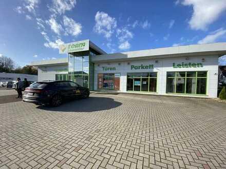 Verkaufsfläche/Einzelhandelsfläche 820m² mit großem Parkplatz