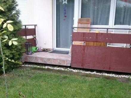 Gepflegte 3-Raum-EG-Wohnung mit Balkon und Einbauküche in Isvesheim