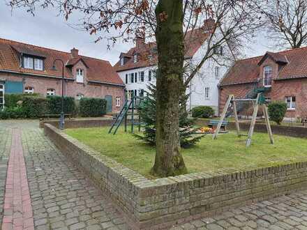Einzimmerwohnung in Denkmalgeschützer Hofanlage in Roggendorf !!!!