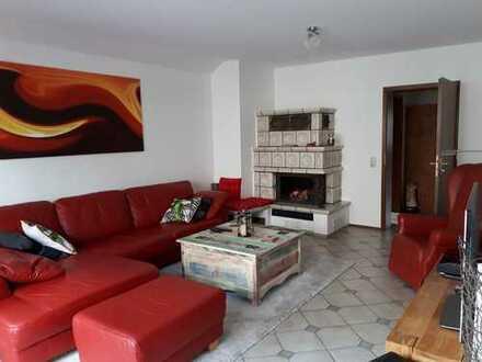 Gemütliche 3 Zimmerwohnung mit Balkon und Kamin in ruhiger Lage in einem Zweifamilienhaus