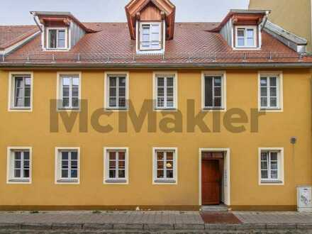 Zentral in der Altstadt Sulzbach-Rosenbergs: Bewohnte, renovierungsbedürftige 4-Zi.-ETW mit Balkon