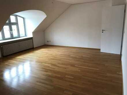 Gilching * geräumige 3 Zi. Dachgeschoss-Wohnung * 81 m²