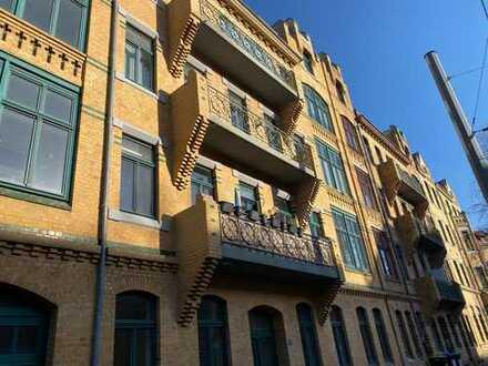 Helle Wohnung mit Einbauküche, Balkon und Wintergarten!