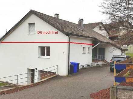 Dachgeschosswohnung mit Gartenmitbenutzung, im Drei-Parteien-Haus