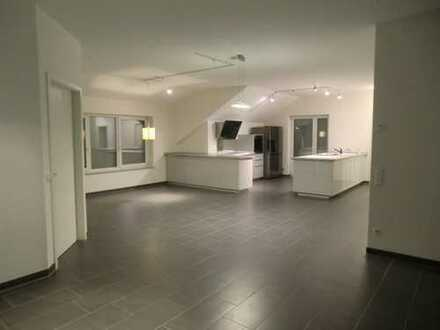 Nachmieter: stilvolle 5-Zimmer-Wohnung mit Wohnküche und Loggia/Balkon in Holzgerlingen