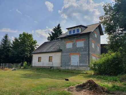 Viel Raum zum Wohnen u. Lagern - Ausbauhaus m. Scheune