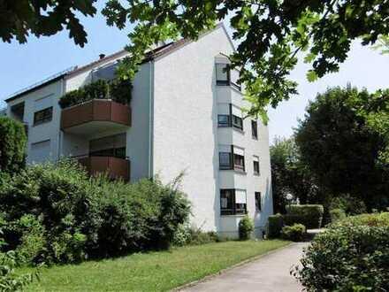 Stadtbergen: Großzügige 3 ZKB im 1. OG in sonniger Süd-West-Ost Lage mit 2 Balkonen!
