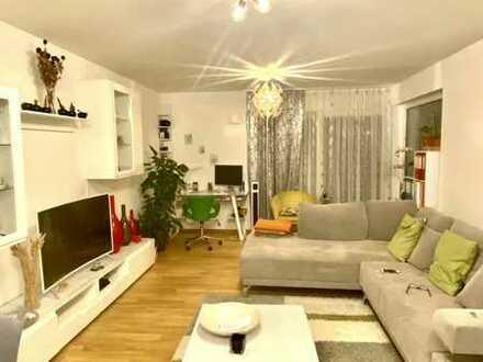 Neuwertige, moderne, helle 2,5-Zimmer-Wohnung mit Terasse