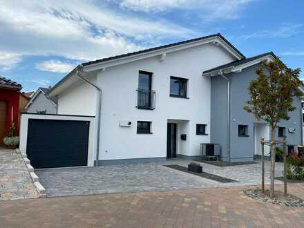 Moderne Doppelhaushälfte in gehobener Ausstattung, Fertigstellung 2020, Langenlonsheim Neubaugebiet