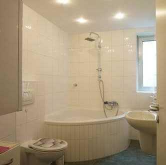 Erdgeschosswohnung mit Tageslichtbad und Eckbadewanne